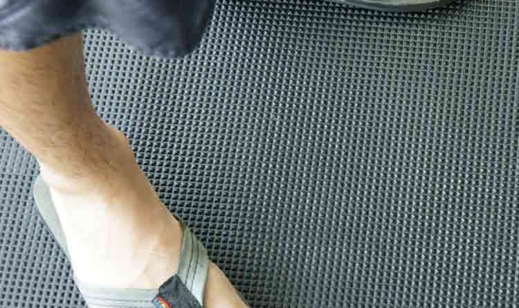 The ideal rubber mats on boat decks combine comfort and traction