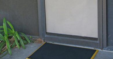 Door_Scraper_Action_Shot_3_Large
